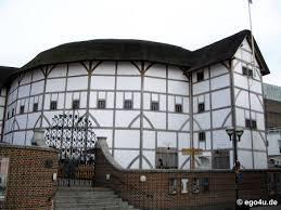 To Globe Theatre σήμερα μετά το ξανακτίσιμό του (στο ίδιο σημείο και με την ίδια αρχιτεκτονική). Σημείο αναφοράς στο χάρτη του τουριστικού Λονδίνου.