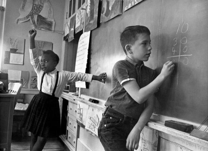 Τα παιδιά πρέπει να διδάσκονται πώς να σκέφτονται, όχι τι να σκέφτονται - Margaret Mead