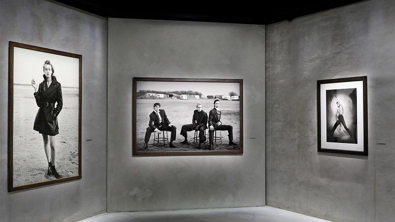 Το μουσείο Armani Silos, στο Μιλάνο, αποτίει φέτος φόρο τιμής στο έργο του για χρόνια συνεργάτη του οίκου, με την έκθεση της συλλογής Heimat.
