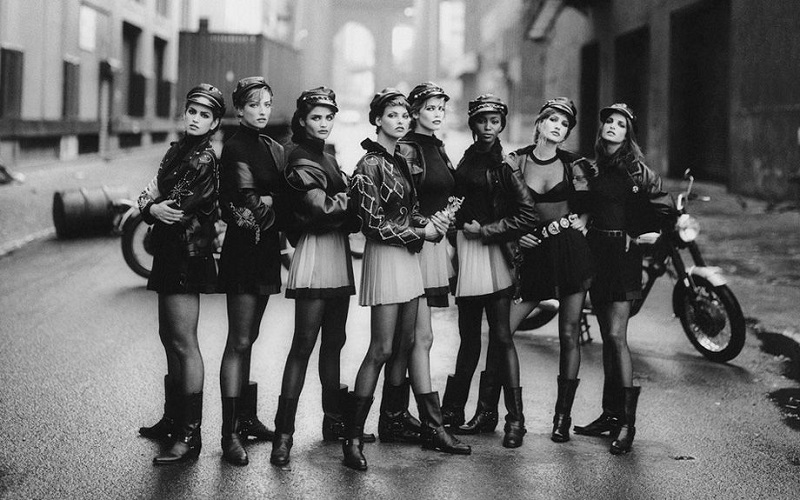 """Wild at Heart""-editorial, US Vogue, Σεπτέμβριος 1991-Τα εξεζητημένα μοντέλα της εποχής με δημιουργίες Versace."