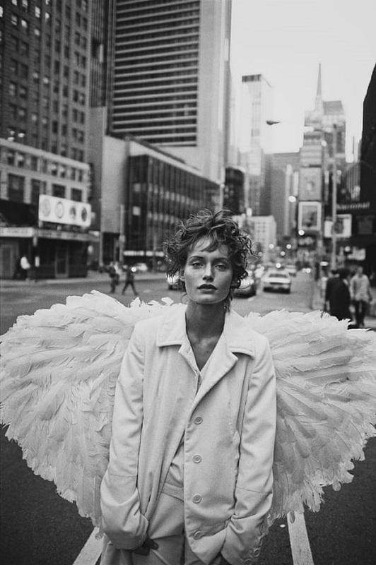 Νέα Υόρκη, editorial Angel, περιοδικό Harper's Bazaar, 1993, μοντέλο Amber Valetta.