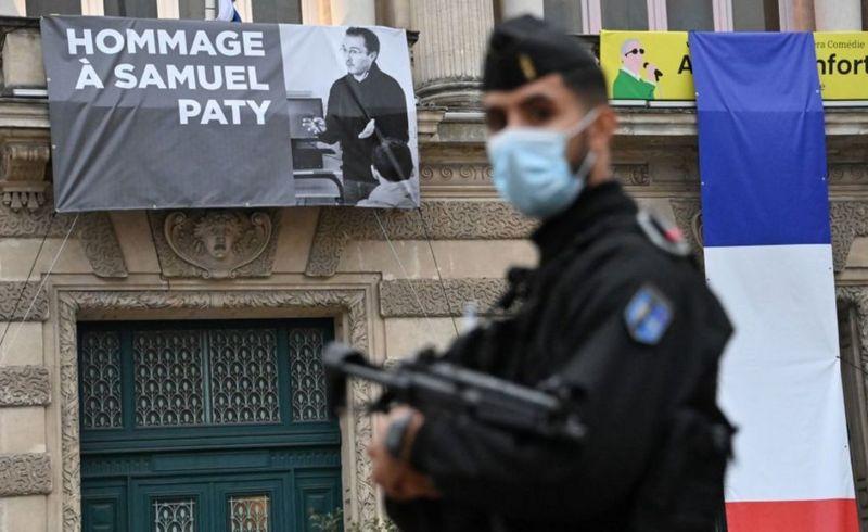 Πανό, φόρος τιμής στον Σαμουέλ Πατί