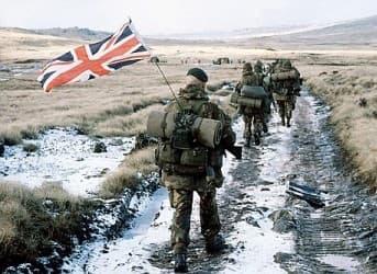Στιγμιότυπο από τη βρετανική εκστρατεία στα νησιά Φώκλαντ.