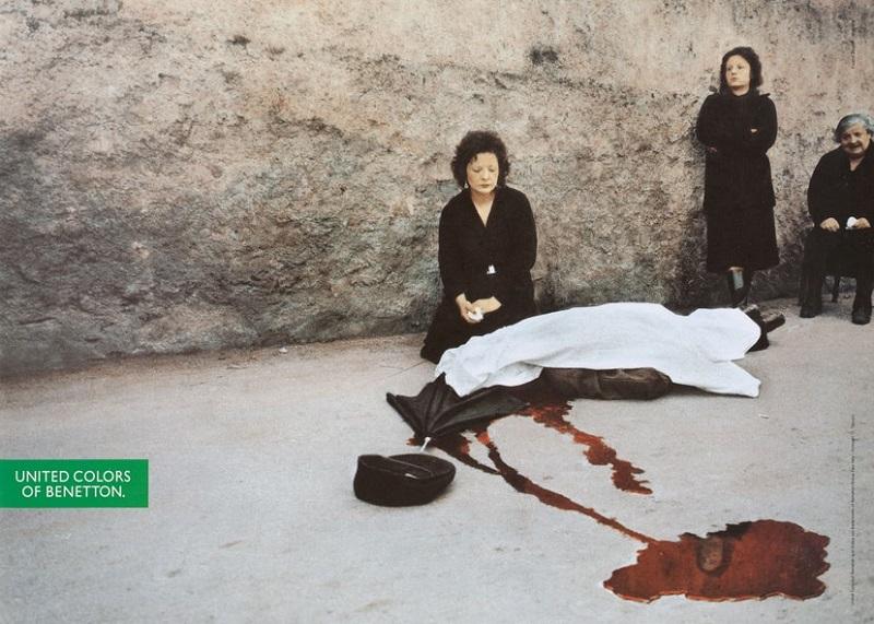 O Franco Zecchin φωτογραφίζει το δολοφονημένο πτώμα του Σισιλιάνου Benedetto Grado. στο Παλέρμο το 1983. Ο Oliviero Toscani δημοσιεύει την φωτογραφία του, σεζόν άνοιξη - καλοκαίρι 1992, υπό τις απειλές μηνύσεων της οικογενείας του εκλιπόντος.