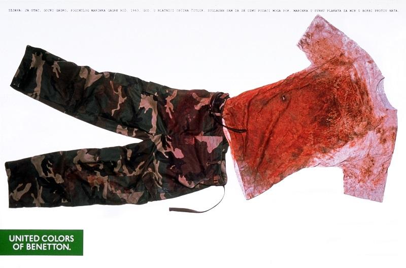 Τα ρούχα ενός πεσόντα Βόσνιου στρατιώτη κοσμούν τις σελίδες των περιοδικών μόδας το 1994. Μήνυμα ελήφθη.