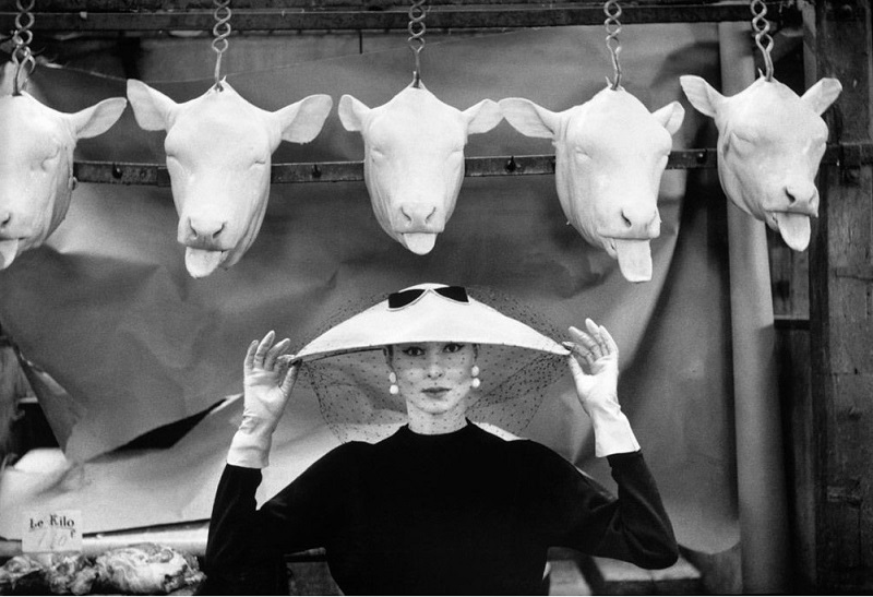 "Vogue French, Φεβρουάριος 1955, πρώτη δημοσίευση με την συλλογή ""Chapeau Choc""."