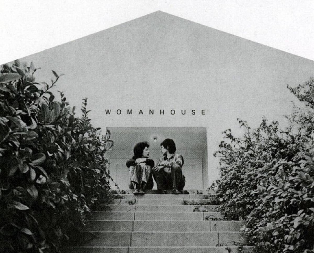 """Εξώφυλλο καταλόγου της έκθεσης """"Womanhouse"""", 1972"""
