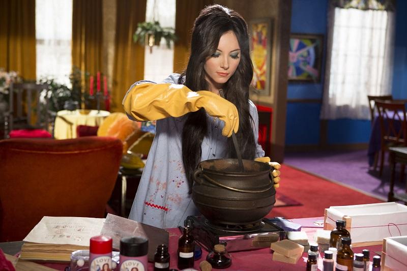 η Elaine ετοιμάζει μαγικά φίλτρα