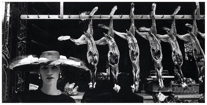 Εμπνευσμένος από την κρεαταγορά ως φόντο της haute couture, Vogue French, Φεβρουάριος 1955.