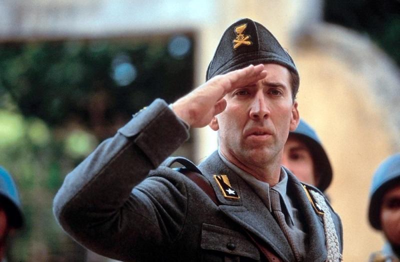"""Ο Nicolas Cage ως Captain Antonio Corelli στην ταινία """"Captain Corelli's Μandolin"""""""