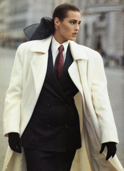 80s power dressing, τάση ολοκληρωτικά επηρεασμένη από την ανδρική γκαρνταρόμπα, Editorial Vogue UK