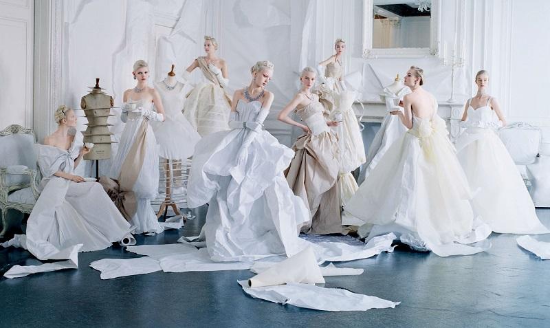 """Vogue US, """"Paper Dresses"""", styling Grace Coddington, Μάϊος 2014."""
