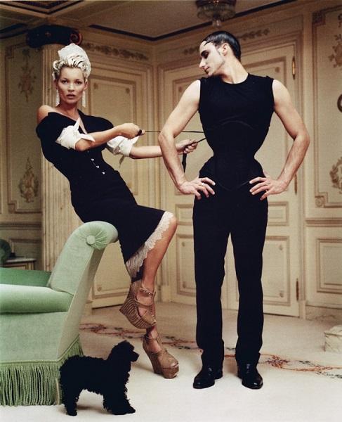 H Kate Moss ποζάρει στο ξενοδοχείο Ritz Paris, Vogue US, styling Grace Coddington, Απρίλιος 2012.