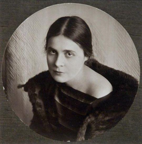 Η μούσα του Μαγιακόφσκι, Λίλια Μπρικ