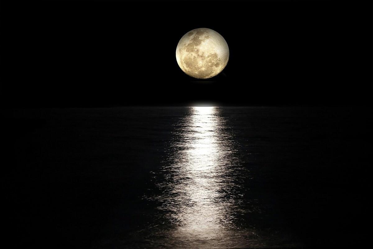 Full moon in Balcony