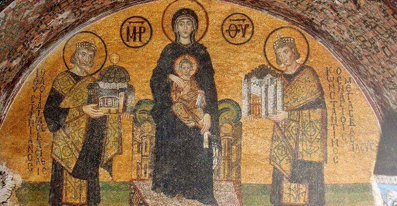 Οι αυτοκράτορες Κωνσταντίνος Α' και Ιουστινιανός Α΄ αφιερώνουν ο μεν πρώτος την Πόλη του, ο δε άλλος την Αγιά Σοφιά στην ένθρονη βρεφοκρατούσα Παναγία.