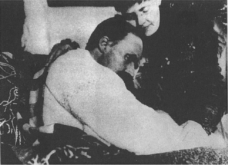 Ο Νίτσε μαζί με την αδερφή του Ελίζαμπεθ