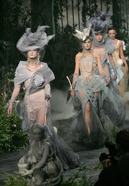 Συλλογή Dior φθινόπωρο - χειμώνας 2005.