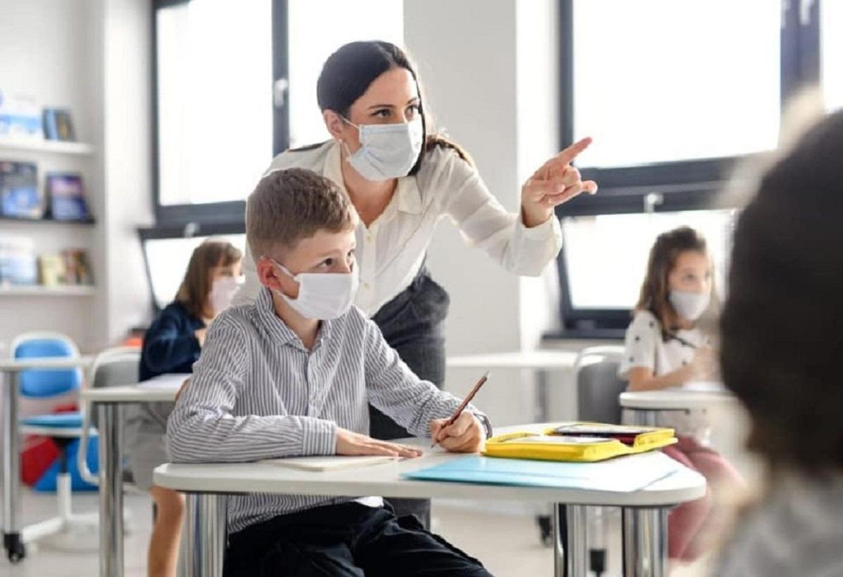 Πως αναφέρεται το ΕΚΠΑ για την μετάδοση του κορωνοϊού στα σχολεία